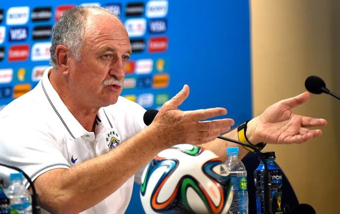 Felipão Scolari na coletiva da seleção (Foto: AFP)