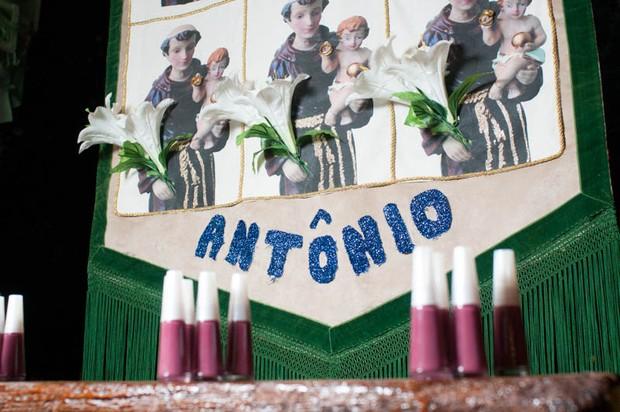 """Esmalte """"Ô meu Santo Antônio""""  buscou inspiração no santo casamenteiro. (Foto: Tulio Vidal)"""