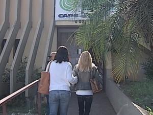 Paciente esteve com a mãe e tia na consulta no Caps (Foto: Reprodução TV TEM)