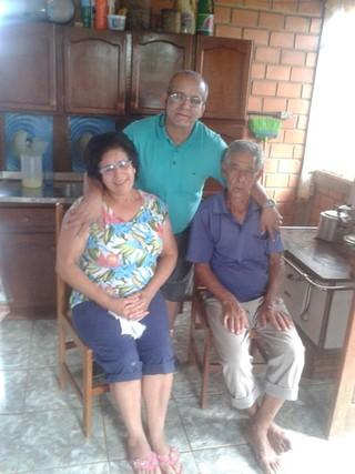 Cézar Lima com amigos e vizinhos (Foto: Arquivo Pessoal)