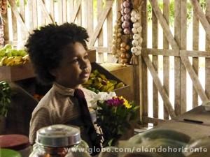 Nilson leva flores e se declara para Fátima (Foto: Além do Horizonte/TV Globo)