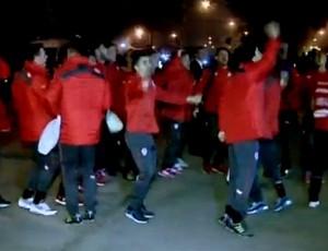 Jogadores do Chile comemoram rua CT