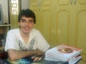 Matheus Alpaccino Vale de Castro, de 21 anos, foi aprovado em medicina na Fuvest 2015 (Foto: Arquivo Pessoal/Matheus Vale de Castro)