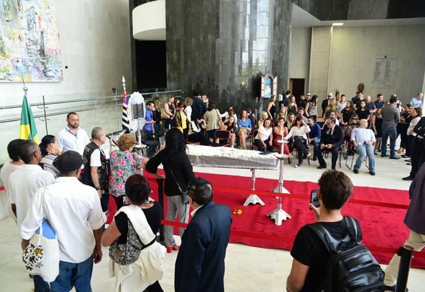 Velório é aberto ao público (Foto: AG News)