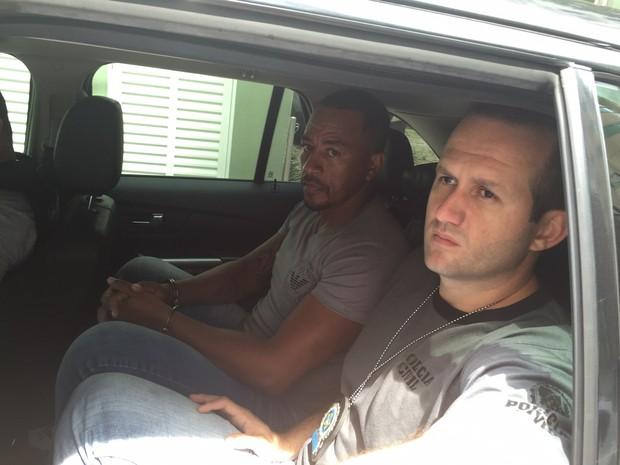 PL (algemado) estava foragido havia cinco anos, segundo a polícia (Foto: Polícia Civil/Divulgação)