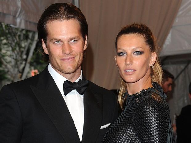 A top model brasileira Gisele Bündchen e seu marido, o atleta Tom Brady, foram ao evento. (Foto: David Goldman/AP)