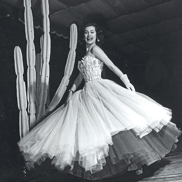 A atriz em sua festa de casamento com Arnaldo Carraro, em São Paulo, em dezembro de 1954. (Foto: Haywood Magee / Stringer / Getty Images e Arquivo Pessoal)