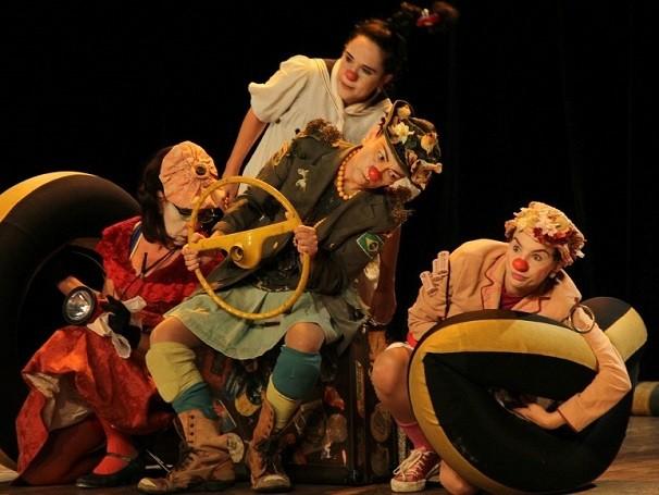 Além de apresentações de teatro, Marias da Graça realizam oficinas com mulheres que sofreram agressões domésticas (Foto: Divulgação/ Edu Araújo)