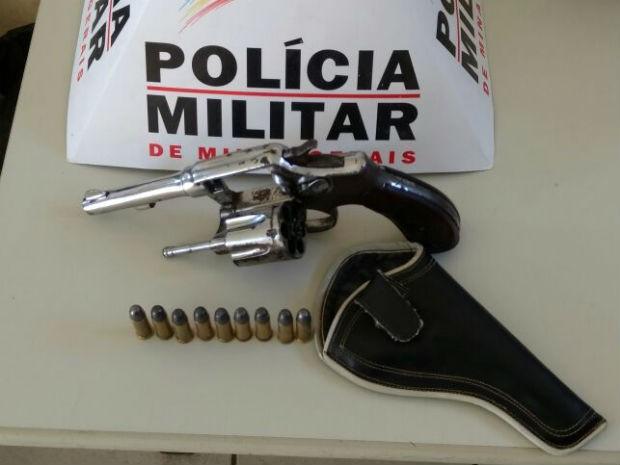 Denúncias informaram que o adolescente escondia uma arma (Foto: Polícia Militar/Divulgação)