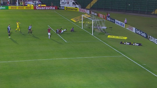 """""""Não tivemos uma noite feliz"""", resume Marcelo Cabo, sobre empate em casa"""