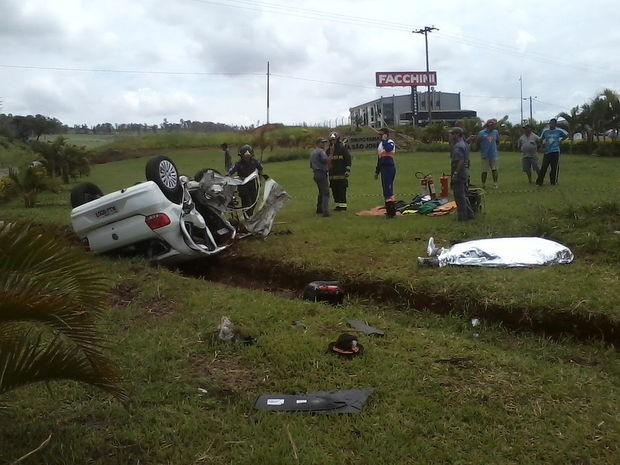 Motorista de 35 anos morreu depois de ficar preso nas ferragens (Foto: Wlademir Henrique Ribeiro/VC no G1)