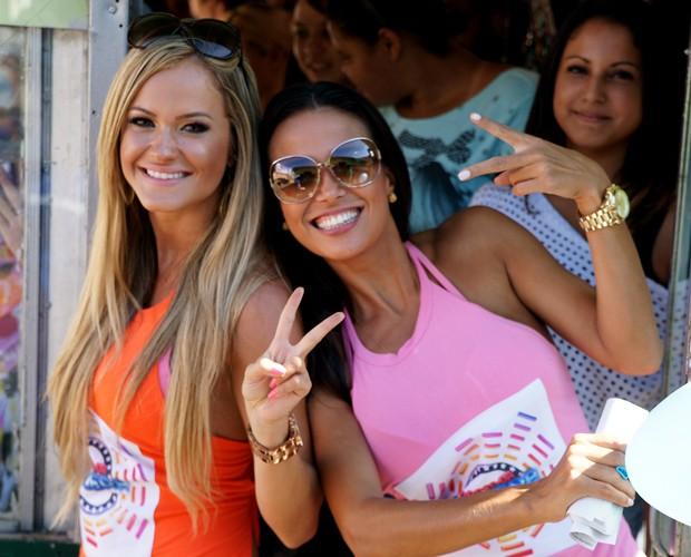Bruna Padovani e Leisiane Almeida circulam de trenzinho em Botucatu