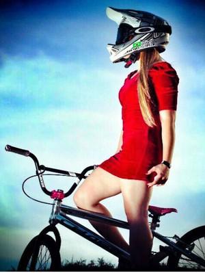 Ciclista gosta da mistura do radical com o feminino (Foto: Arquivo Pessoal/Priscilla Stevaux)