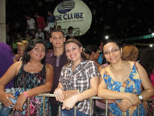 Plateia também se veste em ritmo de São João para assistir ao Festival Clube de Quadrilhas (Foto: Katylenin França/TV Clube)