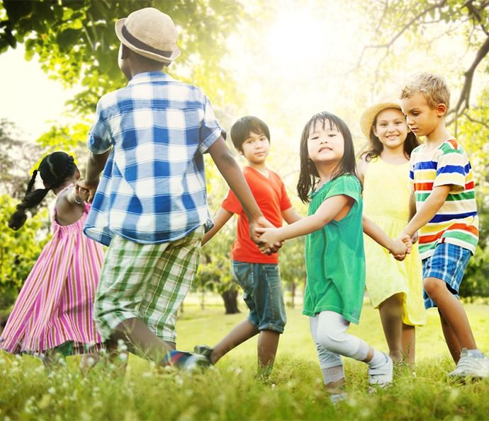 Contato com a natureza, além de desenvolver habilidades socioemocionais, traz benefícios para a saúde das crianças (Foto: Divulgação)