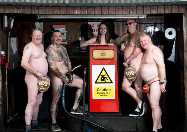 Os motoristas da Trentbarton posam sensuais em posto de gasolina (Foto: The Grosby Group)