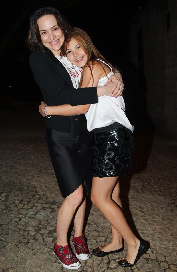 Gabriela Duarte e a atriz mirim Júlia Gomes (Foto  Manuela Scarpa Foto Rio fa89efb9cb