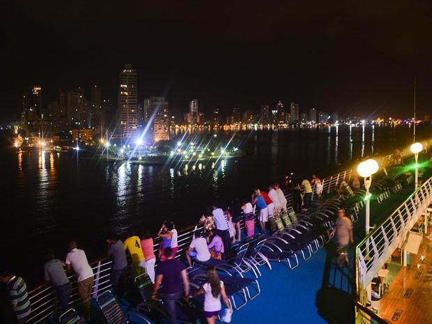 Cartagena vista de um dos muitos cruzeiros que atracam em seu litoral (Foto: Luis Acosta/AFP)