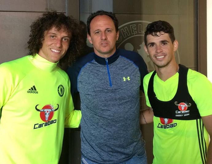 BLOG: Rogério Ceni faz visita ao CT do Chelsea e é tietado por Oscar e David Luiz