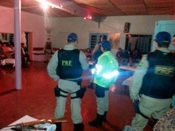 PRF faz inspeção em boate em São José do Herval (Foto: Divulgação/PRF)