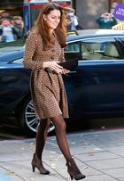 Look do dia: Kate Middleton usa vestidinho com pegada retrô