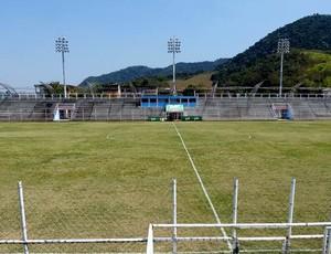 Estádio Marrentão, do duque de caxias (Foto: Vitor Costa)
