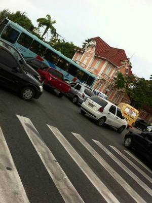 Trânsito complicado na Avenida Treze de Maio com Av.da Universidade (Foto: Norton Falcão/Arquivo Pessoal)