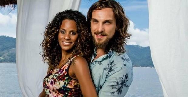 Aline Wirley com o cabelão ao lado do marido  (Foto: Reprodução Instagram )