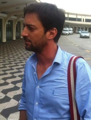 Duilio Monteiro Alves, diretor do Corinthians, em Congonhas (Foto: Leandro Canônico / Globoesporte.com)