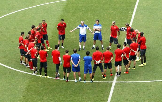 jogadores no treino da Suíça (Foto: EFE)