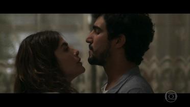 Rimena tenta se entender com Renato