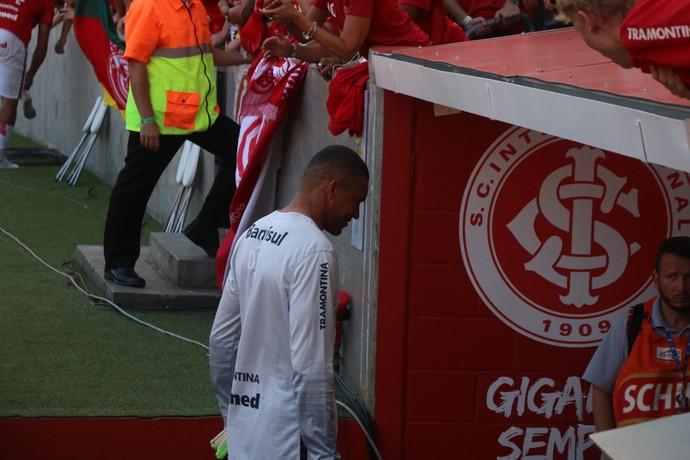 Dida ingressa no vestiário após a partida contra o Cruzeiro (Foto: Diego Guichard)