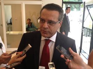 O presidente da Câmara, deputado Henrique Alves (PMDB-RN), durante entrevista após reunião como ex-presidente Luiz Inácio Lula da Silva em SP (Foto: Roney Domingos / G1)