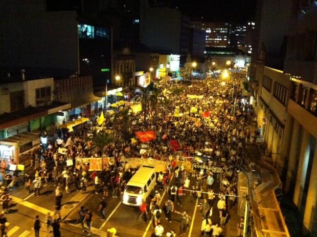 Protesto passagem de ônibus prefeitura de Porto Alegre (Foto: Ricardo Duarte/Agência RBS)