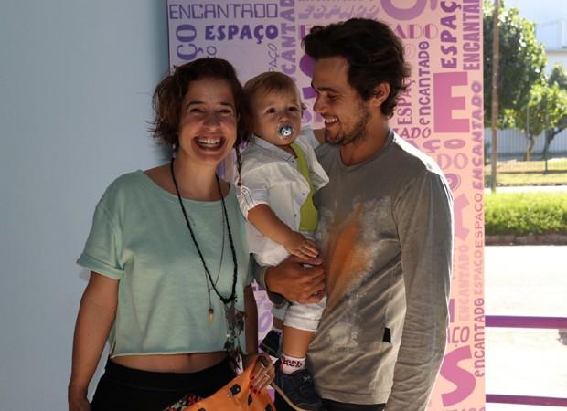 Paloma Duarte e Bruno Ferrari com o filho, Antonio, de 1 ano (Foto: AgNews)