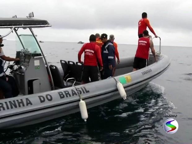 Corpo encontrado no mar pode ser de vítima de naufrágio em Angra, RJ (Foto: Reprodução/TV Rio Sul)