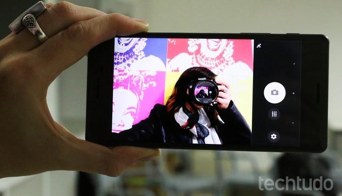 Xperia X traz uma câmera de 13 megapixels frontal (Foto: Luciana Maline/TechTudo)