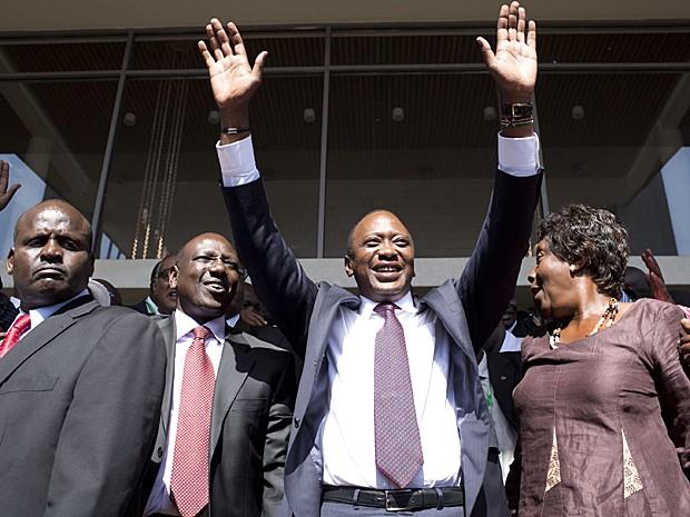 Uhuru Kenyatta comemora vitória nas eleições do Quênia (Foto: Siegfried Modola/Reuters)