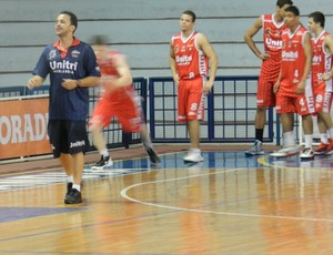 Preparador F&#237;sico do time de basquete do Uberl&#226;ndia, Edicarlos Machado (Foto: Felipe Santos/GLOBOESPORTE.COM)
