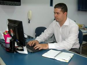 Leandro superou a deficiência e trabalha com carteira registrada em Piracicaba (Foto: Fernanda Zanetti/G1)