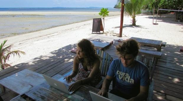 Criadores da plataforma Plot, uma consultora de viagens customizadas (Foto: Divulgação)