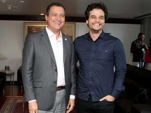 Ator e diretor de cinema Wagner Moura se reuniu com o governador da Bahia, Rui Costa, para apresentar projeto do filme sobre o soteropolitano Carlos Marighella (Foto: Carla Ornelas/GOVBA)