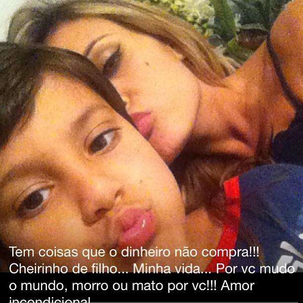 Andressa Urach posa com o filho (Foto: Reprodução/Instagram)