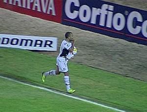 Bill comemora gol do Ceara contra o Vila Nova (Foto: Reprodução)