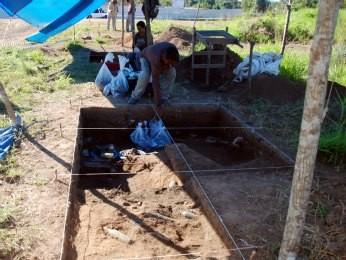 Grupo trabalha em sítio arqueológico  (Foto: Maks Rocha/Divulgação)