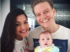 Thais Fersoza posa com Teló e a filha, Melinda: 'Maior amor do mundo'