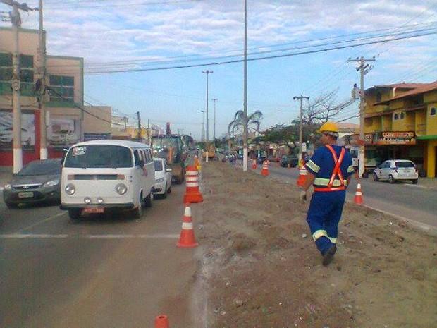 Avenida Joaquim Nogueira está passando por obras em Cabo Frio, RJ (Foto: Ariane Marques/G1)