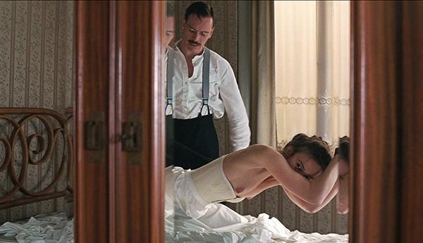 Keira Knightley e Michael Fassbender em cena de 'Um Método Perigoso' (2011), (Foto: Divulgação)
