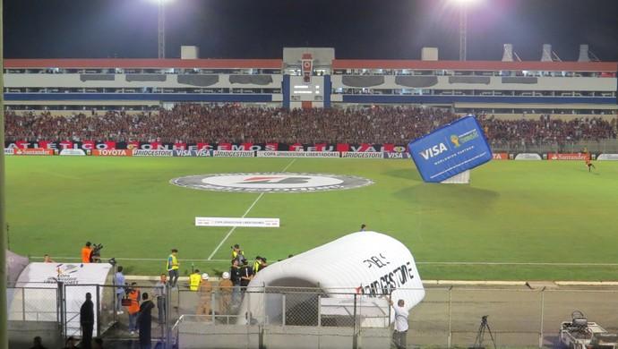 Vila Capanema Atlético-PR SPorting Cristal (Foto: Fernando Freire)