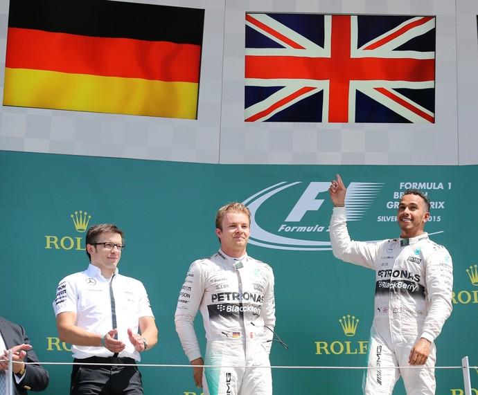 Lewis Hamilton, Nico Rosberg e Sebastian Vettel no pódio do GP da Inglaterra (Foto: Reuters)